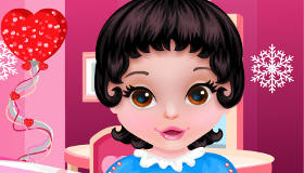famosos : El baño de Blancanieves bebé