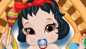 famosos : Baño de bebé Blancanieves
