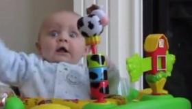 Este bebé te hará llorar de la risa
