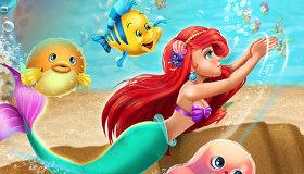 La sirenita Ariel nadando